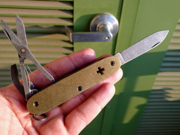 A Beginner's Guide to Custom Made Swiss Army Knives (SAKs)