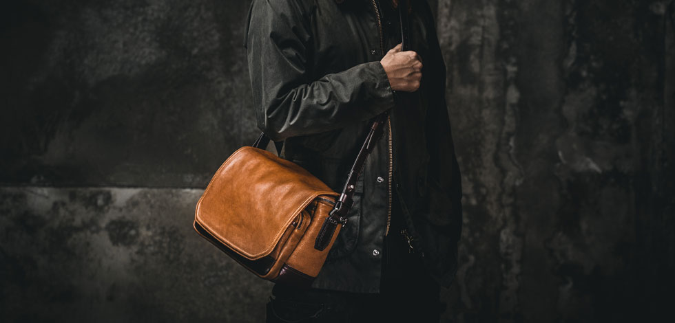 The-10-Best-Camera-Bags-2018--Messengers-and-Slings