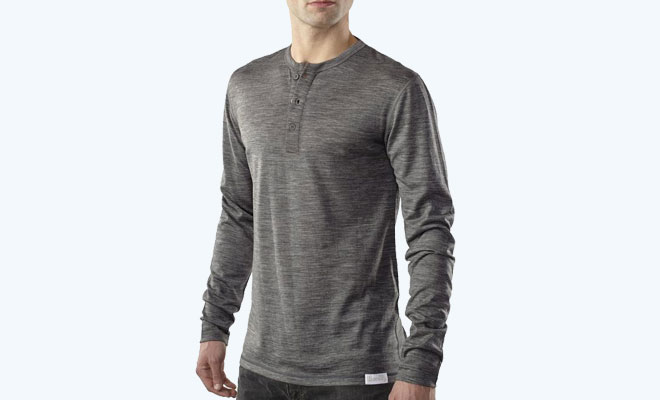 Woolly-Everyday-Weight-Long-Sleeve-Henley (model in grey)