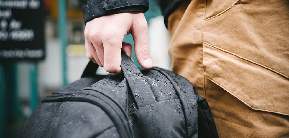 how-to-choos-the-right-backpack-fabric-a carry 101 article